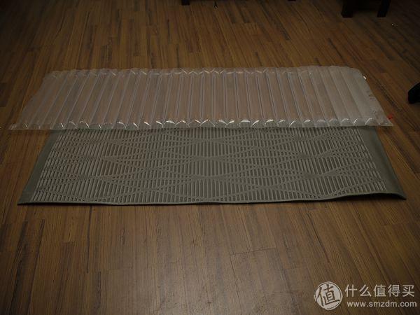 UL充气防潮垫比发泡睡袋更轻却更厚
