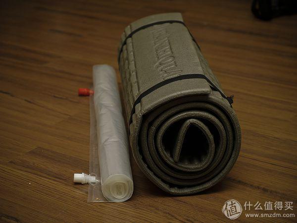 UL充气防潮垫与普通发泡防潮垫相比有明显打包体积优势