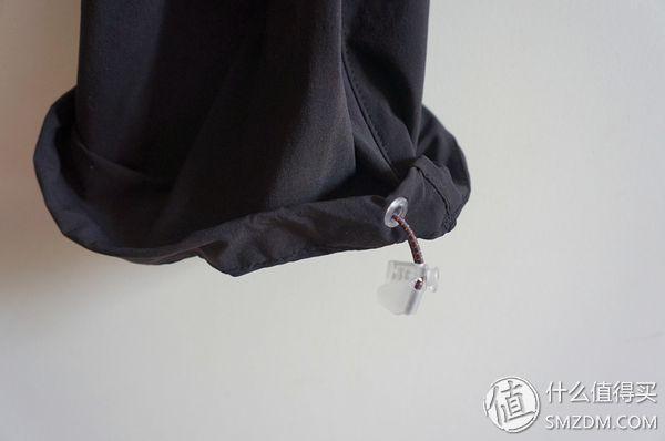 裤脚的缩口设计
