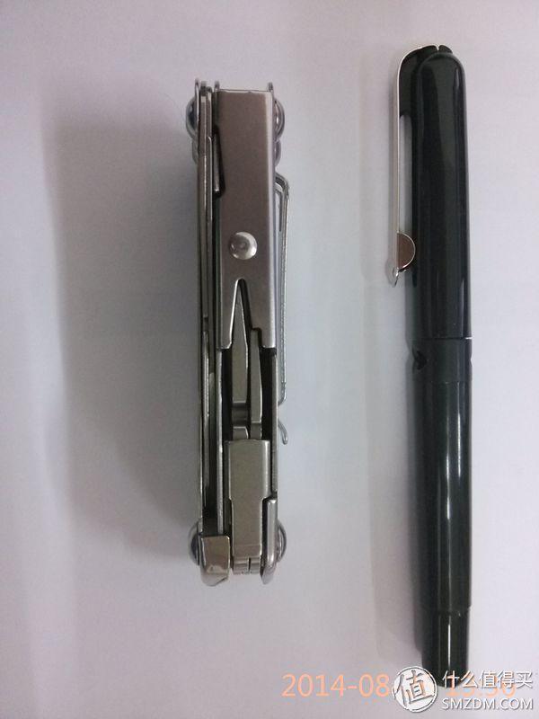 厚度,参照物为前几天推荐的施耐德钢笔