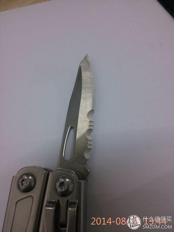刀和锯都是偏刃设计,上一张图相对平直一些,这一面偏得比较多