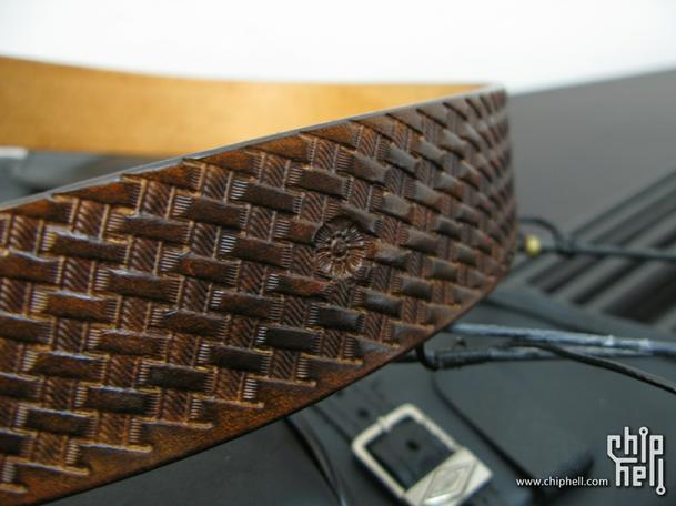 编织纹皮带,雕刻BV钱包,复合弓和猎箭头