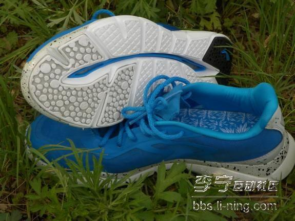 李宁 轻云 超轻9代 男款 减震跑步鞋 户外装备评测报告