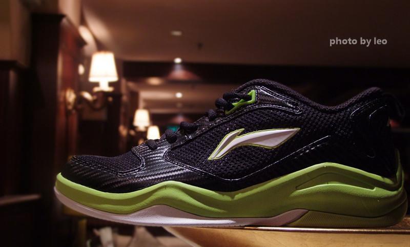 李宁战地低帮 夏季版本男子篮球训练鞋户外装备测评报告