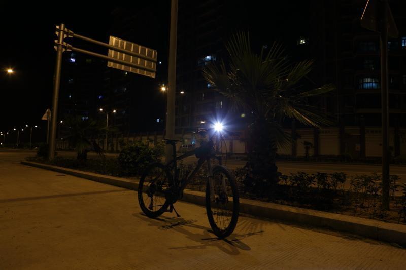 Fenix BT20 T6 LED专业双光斑中白光自行车灯 测评报告