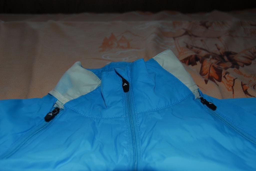 VAUDE 女款可拆袖防风夹克装备评测