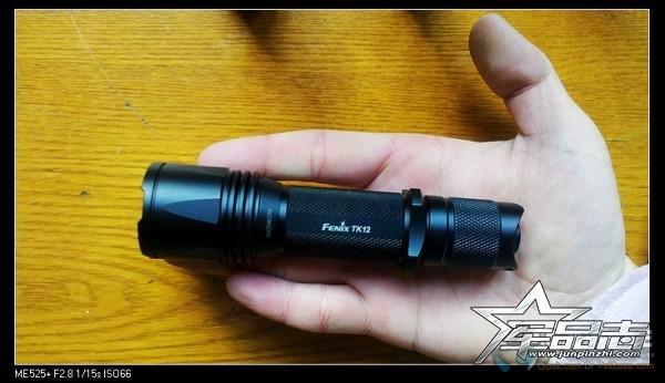 将战术点亮与尾按调光相结合:Fenix新版TK12强光手电测评