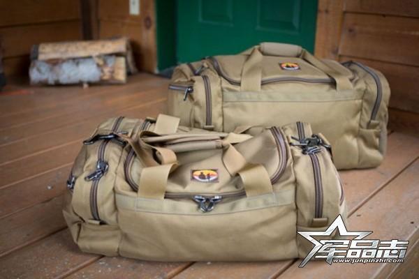 介于战术与休闲之间的Skookum Dog携行包