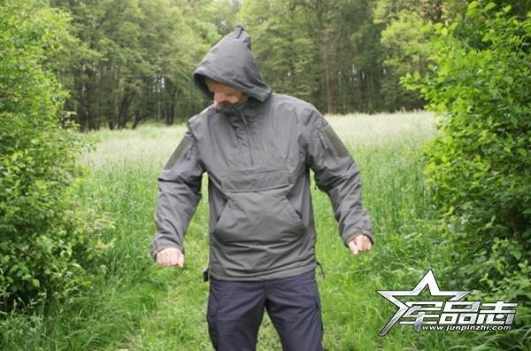 经典套头设计:Pentagon Anorak通勤夹克