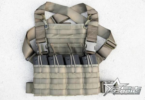 开创性折叠设计:SCAR mini战术胸挂