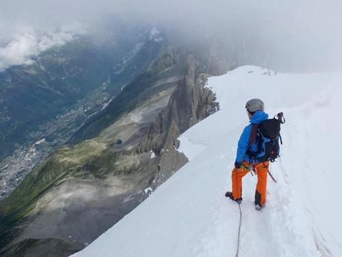在阿尔卑斯山体验MAMMUT极限装备