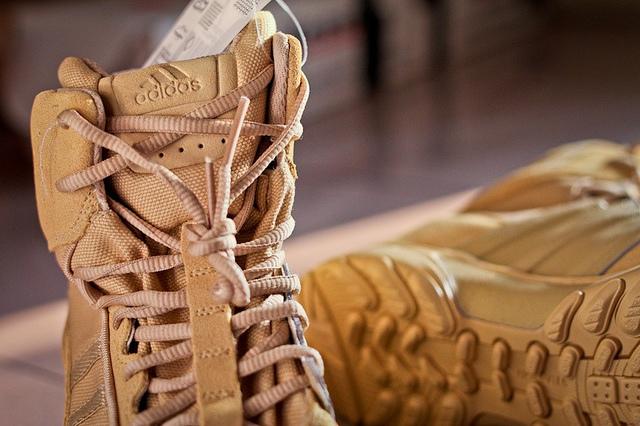 ADIDAS GSG9.3 7寸沙色作战靴评测