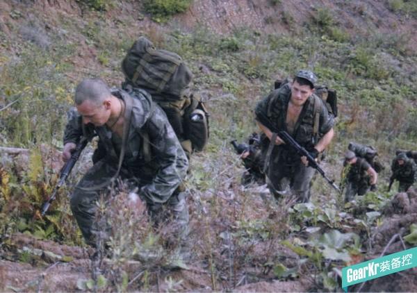 克服山地障碍——侦察兵的山地作业