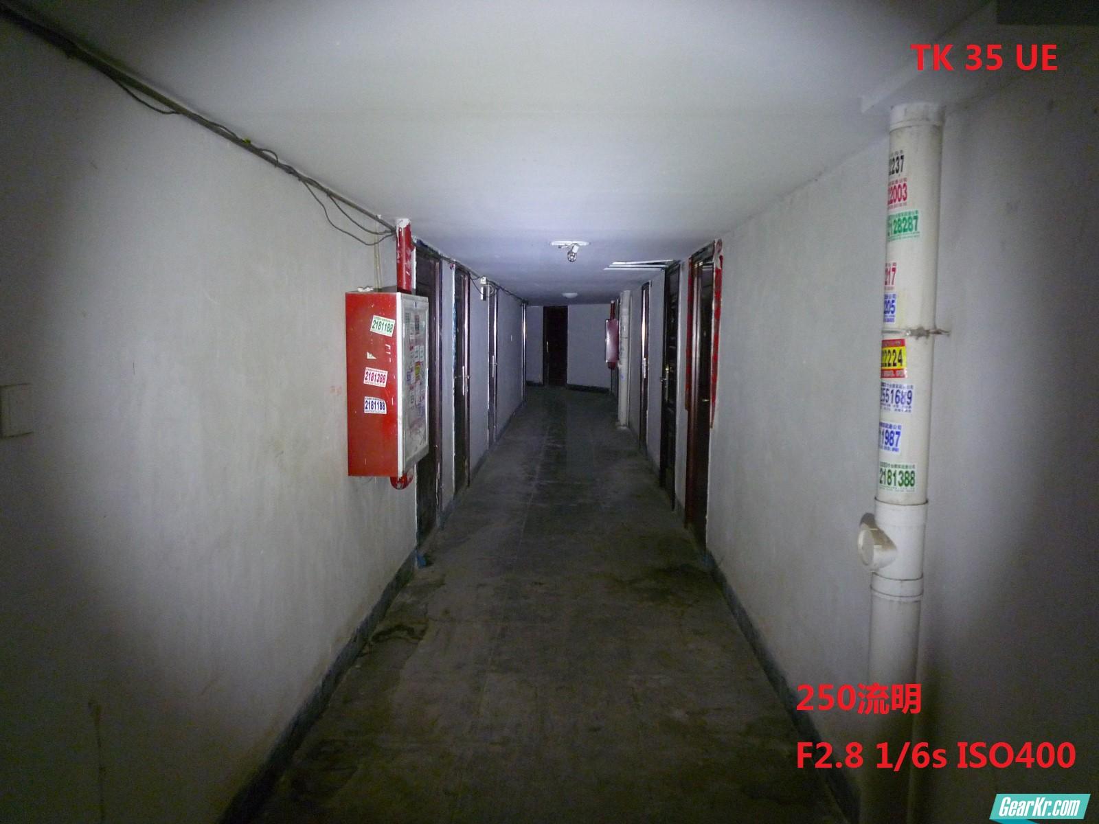 tk 35 某住宅走廊试光 250