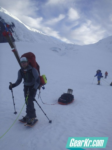 G4OUT.COM-08-OutdoorGearLab-Editor-Ian-Nicholson-testing-packs-and-leading-a-group-out-after-a-successful-trip-up-on-Denali