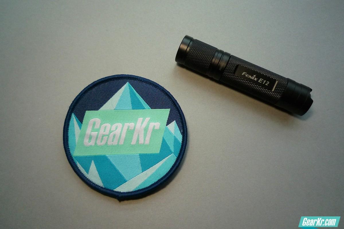 送人自备好选择Fenix E12 1*AA小手电