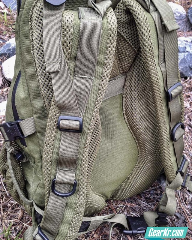 Review-Karrimor-Sabre-Delta-25-Backpack-straps
