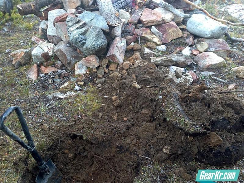 survival-tech-lean-to-dig-hole