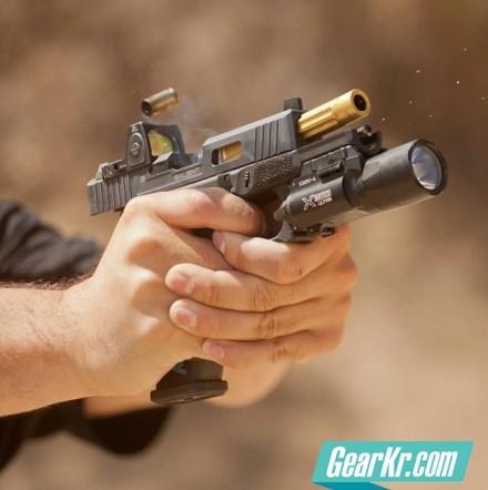 手枪使用不同持握方式的上跳对比分析