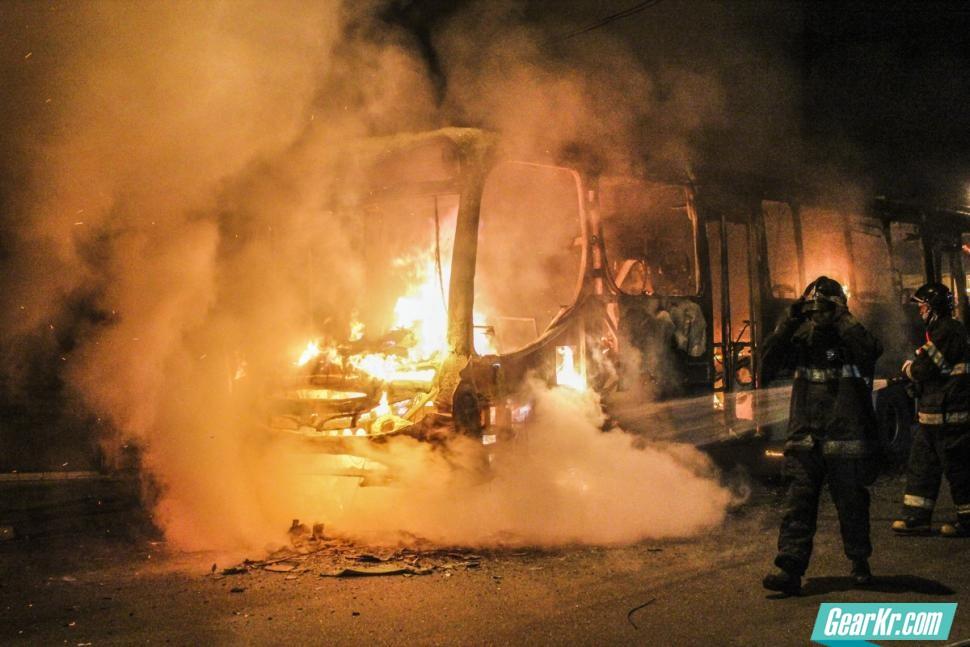 湖南宜章客车事故已造成35人遇难,我们该怎么应对公共交通工具起火?