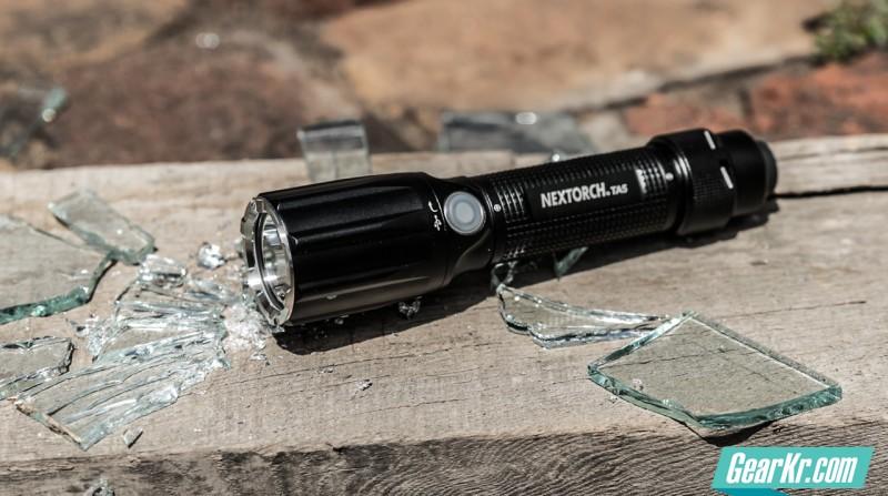全网首测—NEXTORCH-TA5 雷霆破窗手电