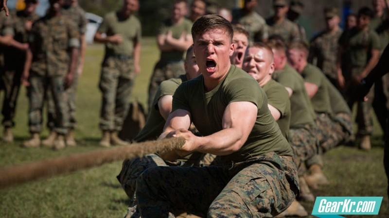 从战场到会议室:如何在日常生活中贯彻军队领导理论