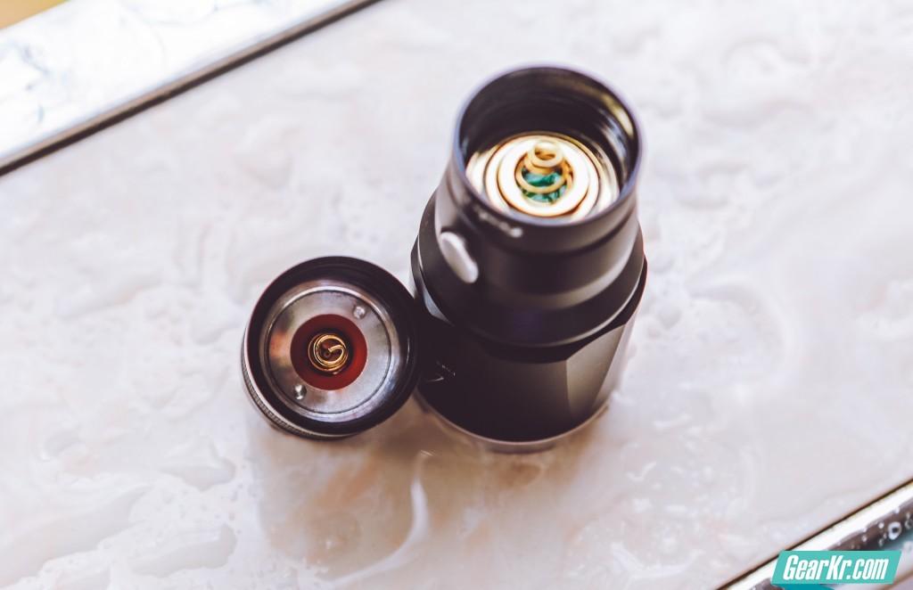 双镀金弹簧和防反接设计是电源稳定输出的重要保障
