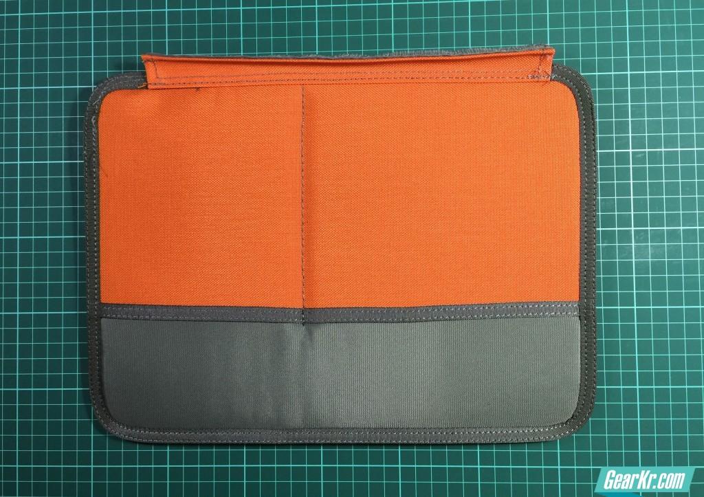012隔板特写:另一侧是两个收纳袋