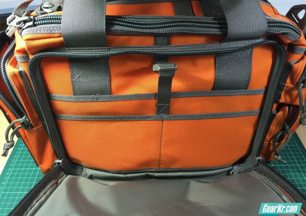 022不管哪一面,都带有一个龙虾扣,方便固定物品,细节点赞