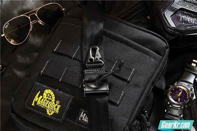 MAGFORCE轻行者IPAD直式电脑保护袋6