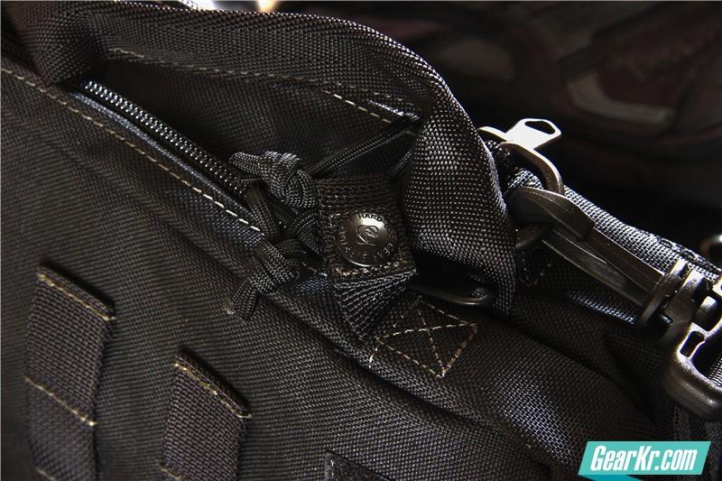 MAGFORCE轻行者IPAD直式电脑保护袋11