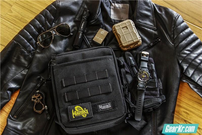 City Walker——MAGFORCE轻行者IPAD直式电脑保护袋测评