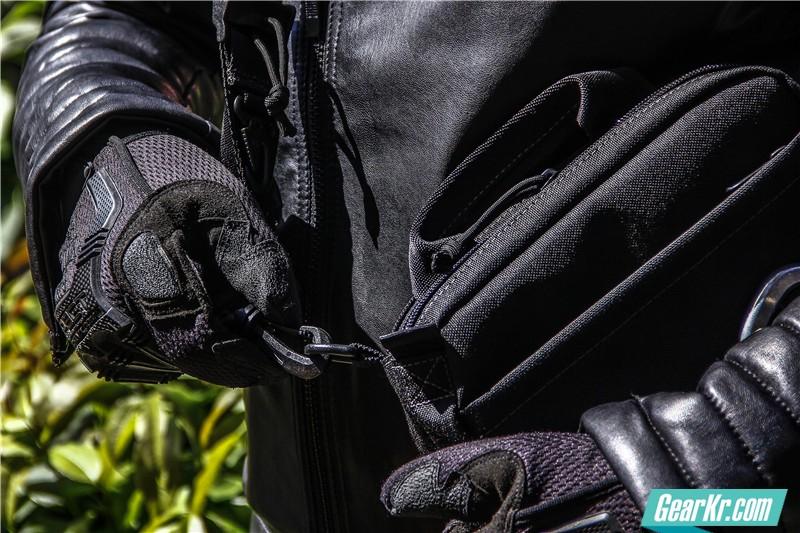 MAGFORCE轻行者IPAD直式电脑保护袋18