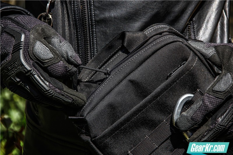 MAGFORCE轻行者IPAD直式电脑保护袋21
