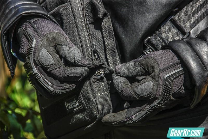 MAGFORCE轻行者IPAD直式电脑保护袋22