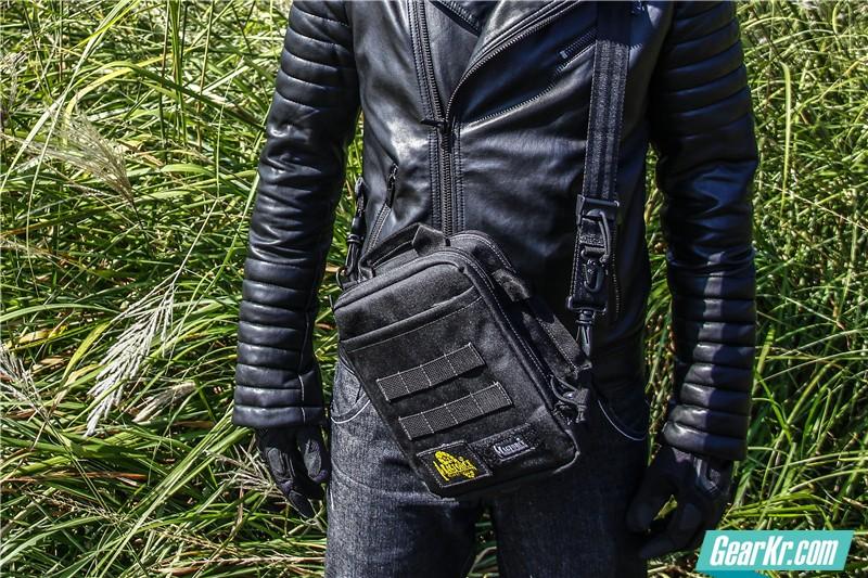 MAGFORCE轻行者IPAD直式电脑保护袋26