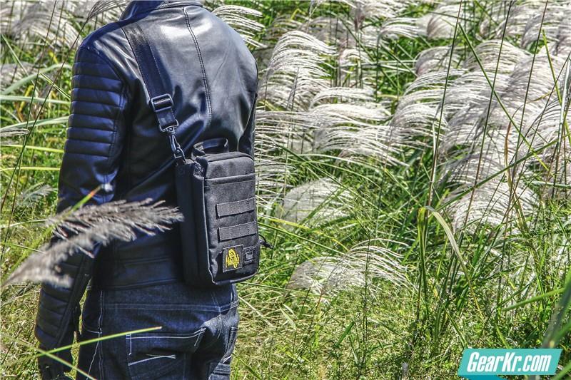MAGFORCE轻行者IPAD直式电脑保护袋27