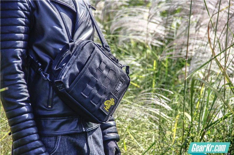 MAGFORCE轻行者IPAD直式电脑保护袋28