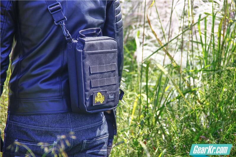 MAGFORCE轻行者IPAD直式电脑保护袋29