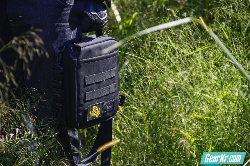 MAGFORCE轻行者IPAD直式电脑保护袋30