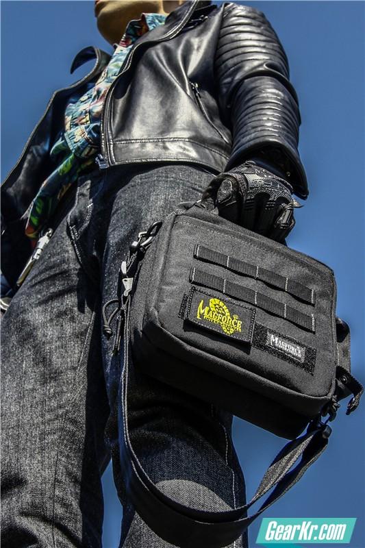 MAGFORCE轻行者IPAD直式电脑保护袋32