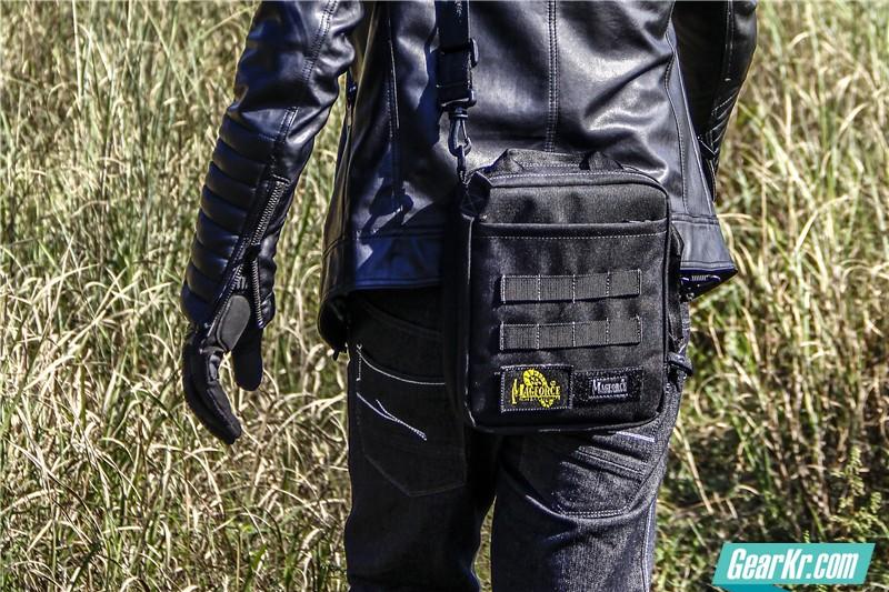 MAGFORCE轻行者IPAD直式电脑保护袋39