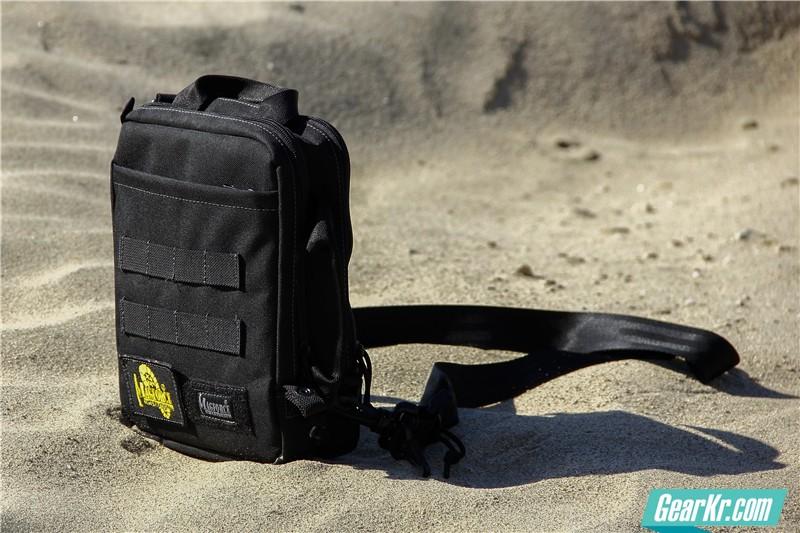 MAGFORCE轻行者IPAD直式电脑保护袋41