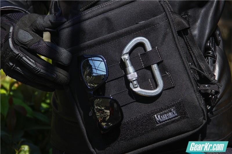 MAGFORCE轻行者IPAD直式电脑保护袋44