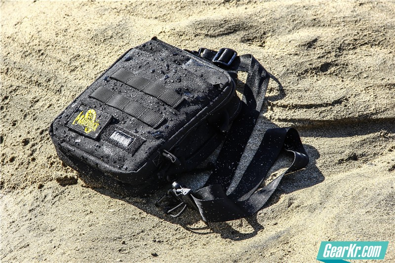 MAGFORCE轻行者IPAD直式电脑保护袋45