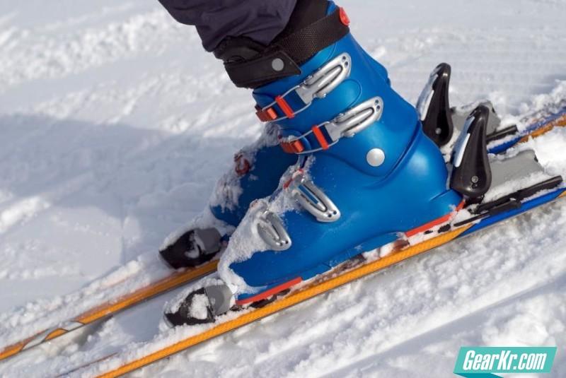 143530-847x567r1-Ski-boots