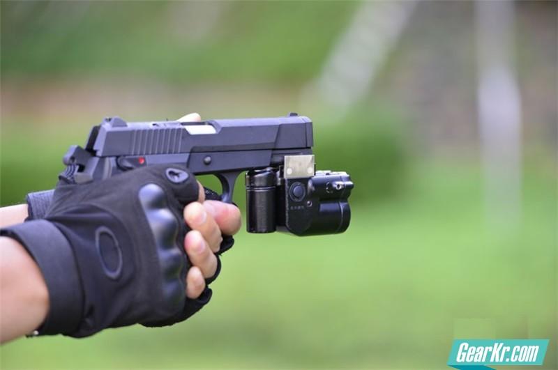 """""""一卵双生""""国产""""92式""""5.8毫米自动手枪"""