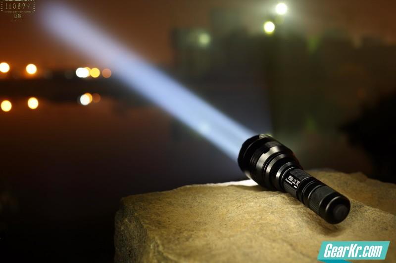 为战术而生NITECORE P30轻量化战术手电 多图 夜射 测试等 LL0899出品