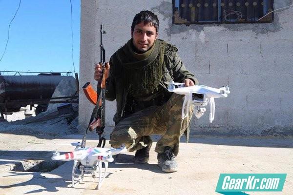 """无人机空投炸弹!ISIS利用无人机自制低成本""""轰炸机"""""""