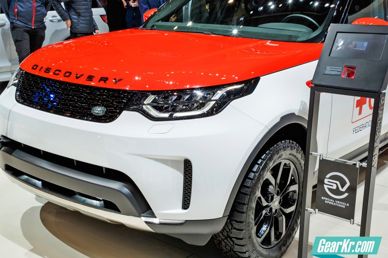 2017-Land-Rover-Discovery-Project-Hero-concept-front-three-quarters-02
